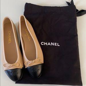 Chanel beige and black lambskin ballerina flats